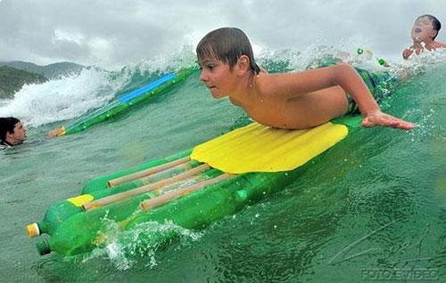 Governo do Paraná promove oficinas de surfe com prancha ecológica nas praias