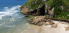 Fumtur realiza pesquisa com turistas na Ilha do Mel