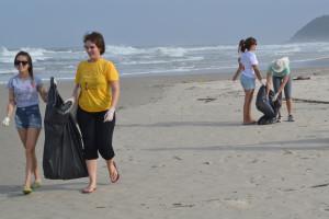 Appa promove a limpeza de praias na Ilha do Mel