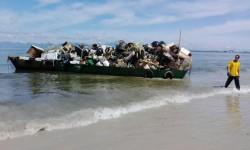 Prefeitura retira 76 toneladas de entulhos da Ilha do Mel